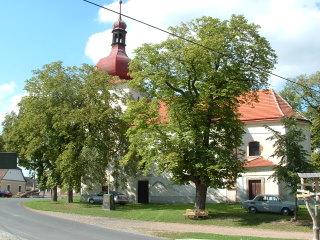 kostel Nanebevzetí Panny Marie Zvíkovec